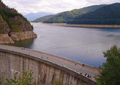 Fotoğraf 1.25 Barajlar, suyun doğal akışını engellemektedir.