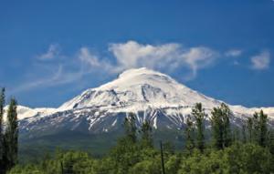 Fotoğraf 1.93 Ağrı Dağı'nın zirvesi buzul ile kaplıdır.