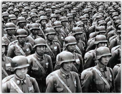 Fotoğraf 2.2 İkinci Dünya Savaşı'ndan sonra evlerine dönen askerler, nüfus artış hızının artmasına neden olmuştur.