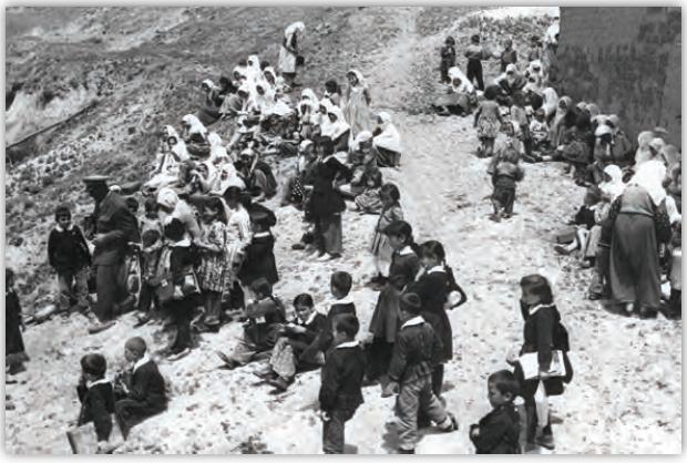 Fotoğraf 2.3 1950'den sonra nüfus artış hızı yükselmiş, çocuk nüfus oranı artmıştır.