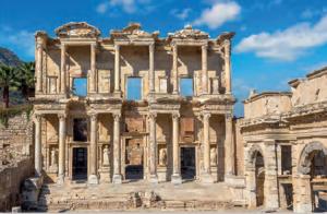 Fotoğraf 3.10 İyonya yerleşim birimlerinden biri olan Efes antik kenti kalıntılarından bir görünüm (İzmir)