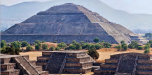 Fotoğraf 3.13 Aztek uygarlığına ait bir piramit (Meksika)