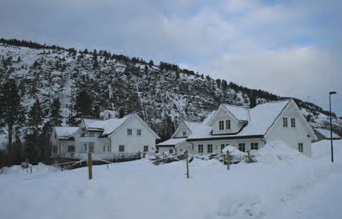 Fotoğraf 3.17 Soğuk bölgelerdeki evlerin duvarları kalın, penceleri küçük ve çatıları diktir.