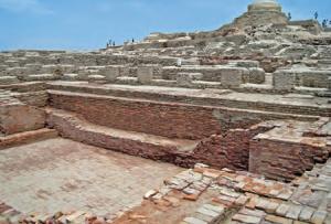 Fotoğraf 3.2 İndus Vadisi'nde kurulmuş Hint uygarlığına ait yerleşim birimlerinden birinin kalıntısı