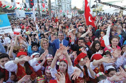 Fotoğraf 3.41- 23 Nisan Ulusal Egemenlik ve Çocuk Bayramı farklı milliyetlerden olan çocukların bir araya gelmesini sağlamaktadır.