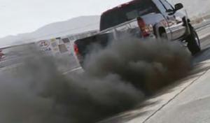Fotoğraf 4.11 Egzozlardan çıkan gazlar havayı kirletmektedir.