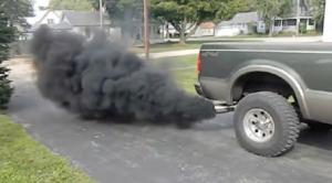 Fotoğraf 4.38 Hava kirliliğinin nedenlerinden biri egzoz gazlarıdır.