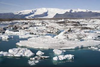 Fotoğraf 4.7 Küresel ısınmanın sonuçlarından biri buzulların erimesidir.