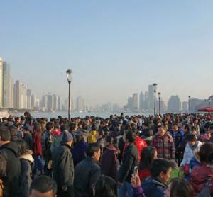 Görsel 1.28 Dünyanın en kalabalık şehirlerinden Şanghay