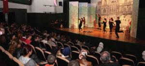 Görsel 1.6 Tiyatrolar şehir yaşamının önemli kültürel faaliyetlerinden biridir.